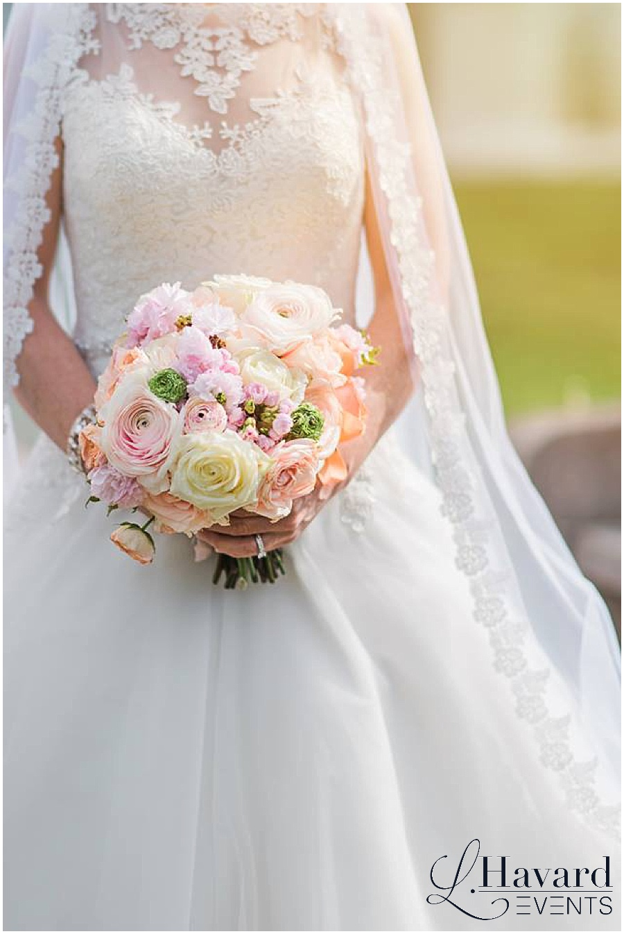 dc-cherry-blossom-wedding-brides-bouquet-river-farm
